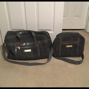 Set of 2 Vtg Oscar De La Renta travel bag set